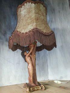 Handgemaakte, gesigneerde, exotische lamp van Eva die de verboden vrucht plukt…