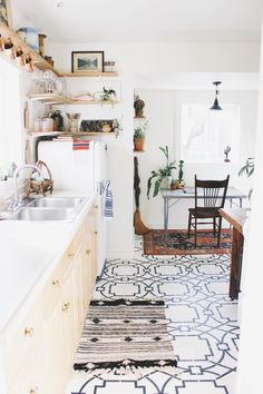 Try these and more for your vintage kitchen makeover. You can look into more such cool vintage kitchen ideas from the gallery below. Home Design, Interior Design, Interior Colors, Design Interiors, Floor Design, Interior Ideas, Classic Kitchen, Vintage Kitchen, Bright Kitchens