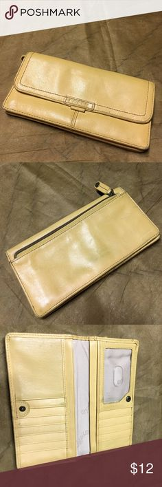 Fossil yellow wallet • scuffs on corners  • leather is dirty on the back  • a little dirty from the inside Fossil Bags Wallets