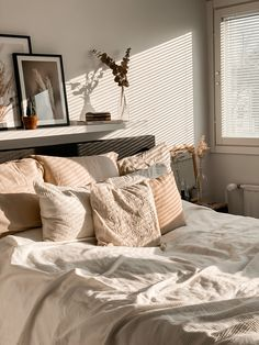 Room Ideas Bedroom, Home Decor Bedroom, Bedroom Inspo, Beige Room, Apartment Interior, College Apartment Bedrooms, Apartment Kitchen, Aesthetic Room Decor, Cozy Room