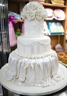 I want an all white wedding cake
