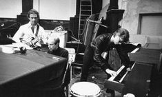 """How Robert Fripp recorded the guitar line on David Bowie's """"Heroes"""""""