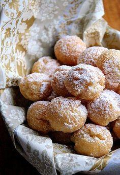 CASTAGNOLE (Emilia-Romagna) are typical Carnival sweets, small as chestnuts and soft Italian Pastries, Italian Desserts, Italian Recipes, Gelato, Churros, Beignets, Baking Recipes, Dessert Recipes, Carnival Food