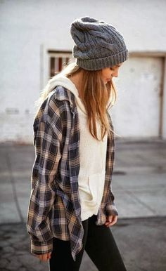 Casual can be the best choice for your winter outfit style. It is because casual style commonly has an easy movement outfit. Look Skater, Skater Girl Style, Fashion Mode, Look Fashion, Womens Fashion, Fashion Trends, Fall Fashion, Fashion Clothes, Fashion Outfits