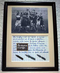 Le rugby tableau rétro écrit à la plume de style enfantin avec photo ancienne et plumes : Décorations murales par redactions-d-autrefois