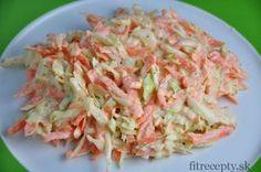 Odľahčený, zdravý coleslaw šalát s mrkvou, kapustou, cibuľoua jogurtom Salad Recipes, Diet Recipes, Cooking Recipes, Healthy Recipes, Coleslaw Salat, No Salt Recipes, Clean Recipes, Bon Appetit, Cabbage