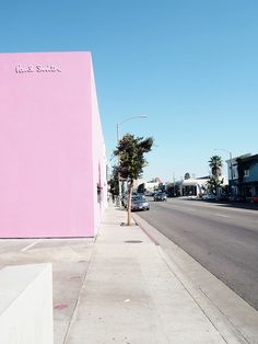 The pink Paul Smith wall in Los Angeles in Melrose
