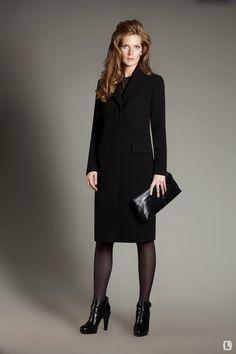 ac23d492099d Классическое черное женское пальто -обязательный атрибут женского гардероба