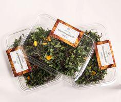 """El Micromezclum Premium es nuestra mezcla más completa. Infinidad de sabores en un mismo producto, herbáceos, picantes, dulces, amargos, etc. en un mismo producto. Es extremadamente versátil, puedes utilizarlo como un pequeño """"bouquet"""" siendo el remate ideal para dar personalidad a tus creaciones, tanto estéticamente como por su sabor. Home Decor, Salads, Sweets, Red Cabbage, Edible Flowers, Fennel, Shades Of Red, Lollipops, Sprouts"""
