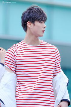 #MOONBIN #ASTRO HE LOOKS LIKE A SWEET CANDY
