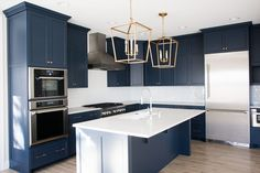 Uplifting Kitchen Remodeling Choosing Your New Kitchen Cabinets Ideas. Delightful Kitchen Remodeling Choosing Your New Kitchen Cabinets Ideas. Navy Kitchen Cabinets, Diy Cabinets, Painting Kitchen Cabinets, Brown Cabinets, Cuisines Diy, Cuisines Design, New Kitchen, Kitchen Decor, Blue Kitchen Ideas