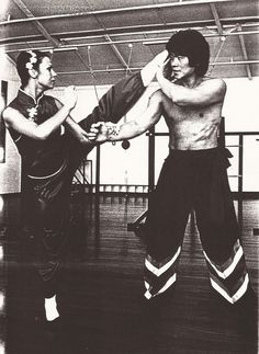 Chinese martial arts Kung Fu 功夫 | Wushu 武术. gutsanduppercuts: Student of Ip Man and Bruce Lee's classmate, Bill Cheung, works with one of his own students in the early 80's.