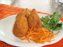 Coxinha de frango com catupiry de forno