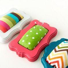 Adorable DIY mini frame pin cushions! À faire avec petit cadre turquoise bling-bling!
