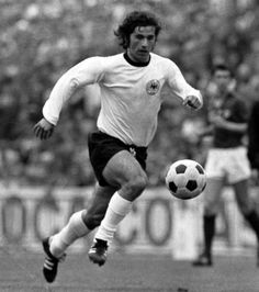Gerhard (Gerd) Müller Federal Republic of Germany Fort Lauderdale Football Fever, Football Pitch, Best Football Players, Good Soccer Players, World Football, School Football, Sport Football, Soccer Stars, Sports Stars