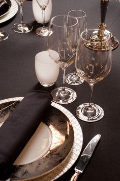 Decoración clásica y elegante para una mesa navideña. http://sweetsixteen.bigcartel.com/product/kit-carvado-de-sellos-fabrica-de-texturas