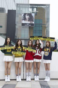 ((Red Velvet showing support for BoA))영원한 우리의 No.1! 보아(BoA)의 컴백을 SMTOWN 가족들이 응원합니다! 'Kiss My Lips' 대박기원!!