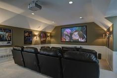Relax in this home theater design equipped with a projector screen! Relax in this home theater design equipped with a projector screen! Best Home Theater, Home Theater Setup, Home Theater Speakers, Home Theater Rooms, Home Theater Seating, Home Theater Projectors, Home Theater Design, Movie Theater, Cinema Room
