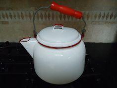 Tetera Vintage gran esmalte blanco con ribete rojo