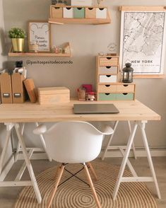 … but then stylish with pretty writing utensils & unique furnishing ideas! Discover stylish home office products on WestwingNow!: Pasitoapasitodecorando // Interior Inspo Furnishing Decoration Living Ideas Home Study Room Decor, Cute Room Decor, Room Ideas Bedroom, Diy Bedroom Decor, Study Rooms, Study Desk, Home Office Space, Home Office Design, Home Office Decor
