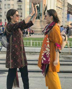 Pakistani Fashion Casual, Pakistani Dresses Casual, Pakistani Dress Design, Muslim Fashion, Bollywood Fashion, Stylish Dresses, Simple Dresses, Casual Dresses, Formal Outfits