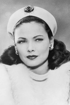 This is your classic hollywood doppelgänger Gene Tierney Old Hollywood Glamour, Golden Age Of Hollywood, Vintage Glamour, Vintage Hollywood, Hollywood Stars, Vintage Beauty, Classic Hollywood, Classic Actresses, Hollywood Actresses