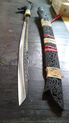 Mandau, The Beautiful sword from West Borneo, Indonesia Ninja Weapons, Weapons Guns, Swords And Daggers, Knives And Swords, Katana Swords, Cool Swords, Beil, Medieval Weapons, Weapon Concept Art