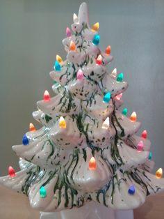 Vintage Ceramic Christmas Tree White w/Green by circuitvintage Vintage Ceramic Christmas Tree, Vintage Christmas Images, Christmas Photos, Christmas Projects, Christmas Holidays, Christmas Things, Merry Christmas, Christmas Figurines, Christmas Ornaments