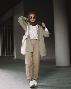 Muslim Fashion 80501912078308372 - Fashion Style 2019 Hijab Source by imanefatmi Modest Fashion Hijab, Modern Hijab Fashion, Street Hijab Fashion, Outfits Casual, Casual Hijab Outfit, Hijab Fashion Inspiration, Muslim Fashion, Fashion Outfits, Ootd Hijab