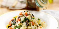 Salada rica de vegetais e arroz