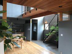 画像に含まれている可能性があるもの:室内 Hostel, Entrance, Divider, Interior, Room, Inspiration, Furniture, Home Decor, Bedroom