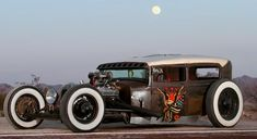 Hot rod vehicle with low chockpit