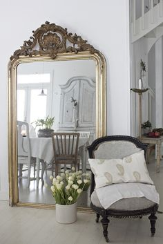 How can you not love a big gold mirror???   VINTAGE INTERIOR BLOGS VI