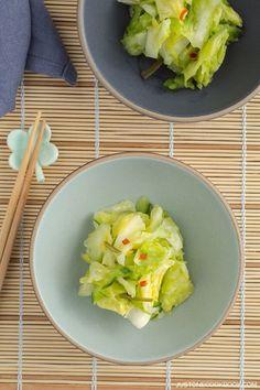 Japanese Tsukemono (Pickled Cabbage) キャベツの浅漬け