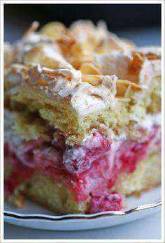 Brita-kakku - Finnish Brita cake with raspberries Lemon Desserts, Delicious Desserts, Finland Food, Estonian Food, Finnish Recipes, Cake Recipes, Dessert Recipes, Fire Cooking, Food Places