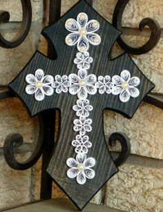 Wooden Cross with white quilled design & pearls (could use old buttons or jewelry) Quilled Paper Art, Paper Quilling Designs, Quilling Patterns, Quilling Ideas, Quilling Jewelry, Quilling Paper Craft, Paper Crafts, Diy Crafts, Quilling Christmas