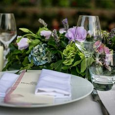 Details | Wedding Table | Tratti d'Amore Wedding Inspiration   Design : Tratti d'Amore  www.trattidamore.it  Flowers : La Fioreria di Garden Vivai Location: MURGIA GARDEN Ricevimenti Ph: Antony Pepe Studio  #trattidamore #trattidamorepremiere #murgiagardenricevimenti #weddingday #eventplanner #sposi #weddingapulia #weddinginspiration #weddingideas #centerpiece #suspendedtable #suspended #tavolosospeso #misenplace #matrimonioinpuglia #Puglia #igerspuglia #Italy
