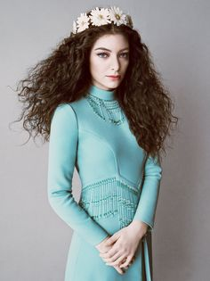 Lorde and 18 other examples of how to wear flower crowns.
