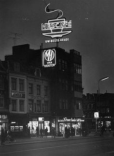Jaren 50: De Potterstraat. Rechts de hoek met de Loeff Berchmakerstraat