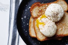 EASIEST way ever to poach eggs—all you need is a mug and a microwave! Ready in about a minute. Use this poached egg method to top a quick lunch salad, toast for an easy breakfast or roasted vegetables for dinner. #simplyrecipes #poachedegg #egg #easybreakfast #microwaveeggs Poached Eggs Microwave, Microwave Eggs, Microwave Desserts, Simply Recipes, Egg Recipes, Healthy Recipes, All You Need Is, Perfect Poached Eggs, How To Cook Eggs
