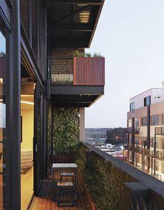 Une maison contemporaine sur le toit A contemporary house on the roof -sacada decoração