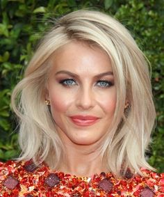 Julianne Hough Medium Straight Casual Hairstyle - Light Champagne Blonde Hair Color Julianne Hough H Side Part Hairstyles, Medium Bob Hairstyles, Casual Hairstyles, Cool Hairstyles, Wedding Hairstyles, Haircut Medium, Layered Hairstyles, Spring Hairstyles, Hairstyles 2016
