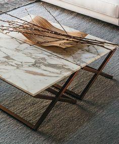 très belle table basse d'appoint, marbre blanc veiné de beige