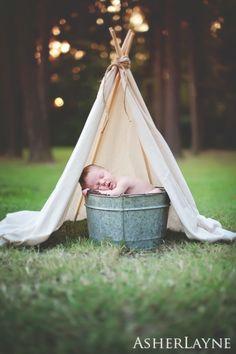 Asher Layne | Outdoor Newborn photographer