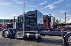 Peterbilt 379, Kenworth Trucks, Show Trucks, Big Rig Trucks, Heavy Construction Equipment, Truck Paint, Diesel Trucks, Vintage Trucks, Custom Trucks