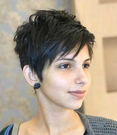 Best Short Haircuts for Layered-Razor-Cut-Pixie Be. - Best Short Haircuts for Layered-Razor-Cut-Pixie Best Short Haircuts f - Short Hair With Bangs, Short Hair Cuts For Women, Short Hairstyles For Women, Funky Short Hair, Female Hairstyles, Short Wavy, Thin Hair Haircuts, Short Pixie Haircuts, Edgy Pixie Hairstyles