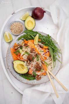 Asiatische Summer Bowl - Another! Lunch Snacks, Food Blogs, Asian Bowls, Arugula, International Recipes, Creative Food, Easy Peasy, Cobb Salad, Avocado