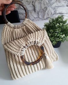 Bolsa de crochê Toque na imagem para ter acesso a gráficos exclusivos - Knitting For BeginnersKnitting FashionCrochet PatternsCrochet Bag Bag Crochet, Mode Crochet, Single Crochet Stitch, Crochet Books, Basic Crochet Stitches, Crochet Handbags, Crochet Purses, Crochet Basics, Crochet Yarn