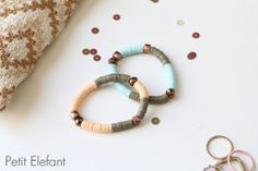 diy sequin bracelets Bracelet Crafts, Jewelry Crafts, Bracelets, Sequin Crafts, Nifty Crafts, Tiny Gifts, Diys, Jewelery, Craft Projects