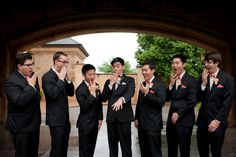 Cute photo for wedding day #weddingdayphoto #groom #groomsmen // Leslie Herring Events // Candi Coffman Photography